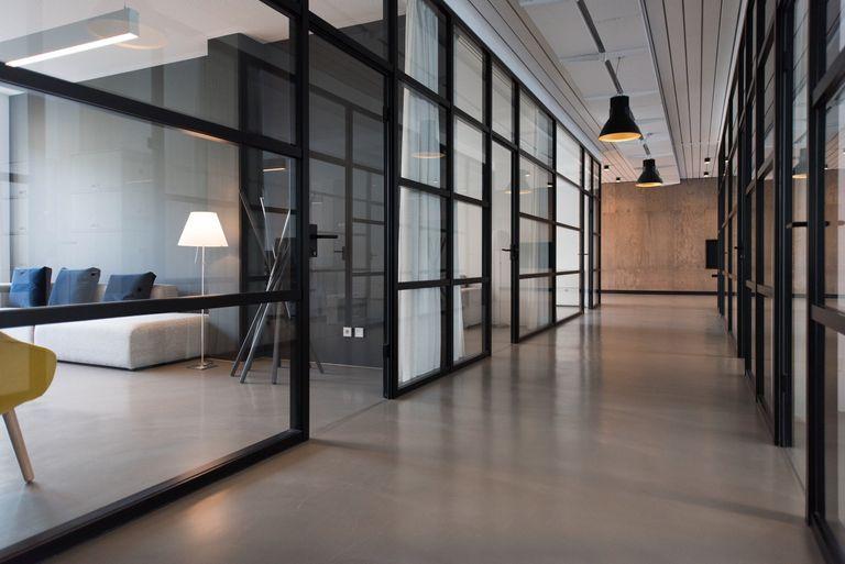 Sion Construction konstruksi renovasi rumah surabaya pemasangan kusen aluminium bangunan surabaya